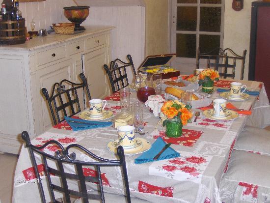 Au Pied Du Chateau: TABLE D'HOTE