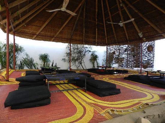 Auberge Djamilla: Veranda dell'hotel Djamila