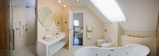 Marmont Hotel Heritage : Luxury suite-bathroom
