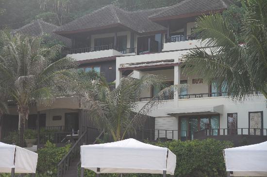 Andaman White Beach Resort: View of the Resort from the beach