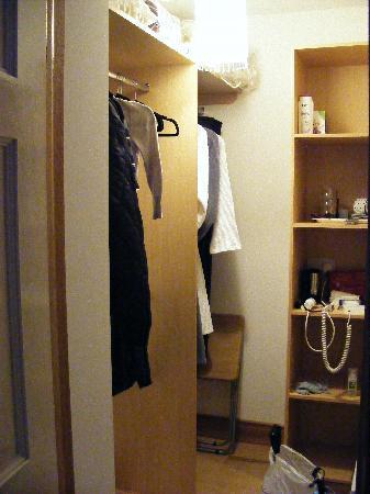 Radharc an Oileain B&B: My dressing room!!