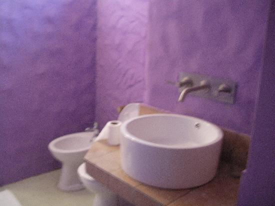 Asso Villa: bagno della camera 101