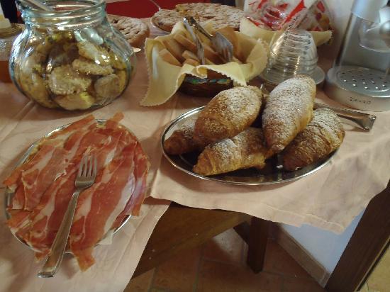 Agriturismo Pian di Cataverna: Agriturismo Pian di Cataverna: particolare della colazione