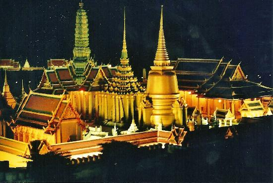Siam Bayshore: mini siam at night