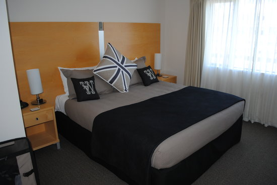Kaikoura Apartments: King bed