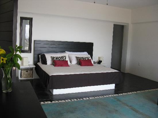 Manta Raya Hotel: Our room