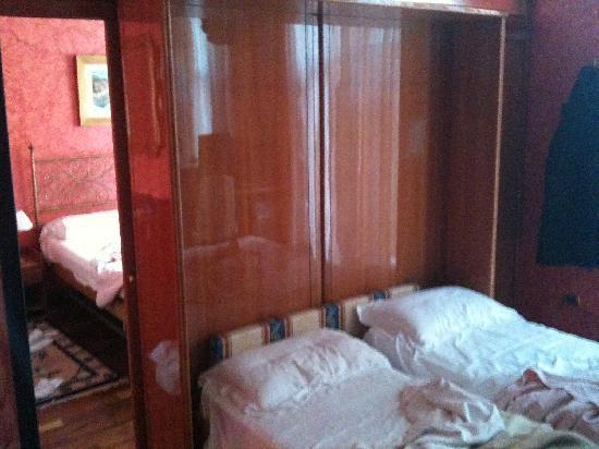 Parete Doro : La parete divisoria picture of hotel colomba d oro verona