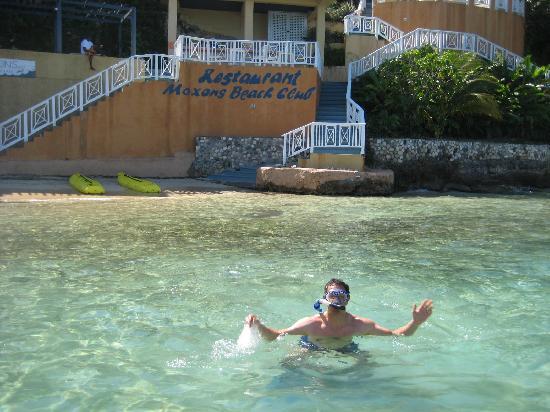 Moxons Beach Club: free use of snorkel and kyacks