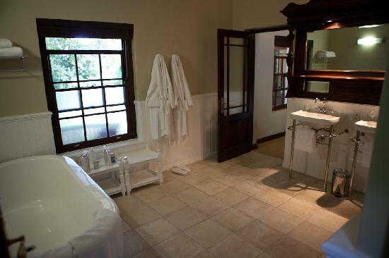 Schoone Oordt Country House: Das Bad ist traumhaft!