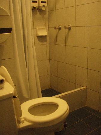 Montecarlo: bathroom