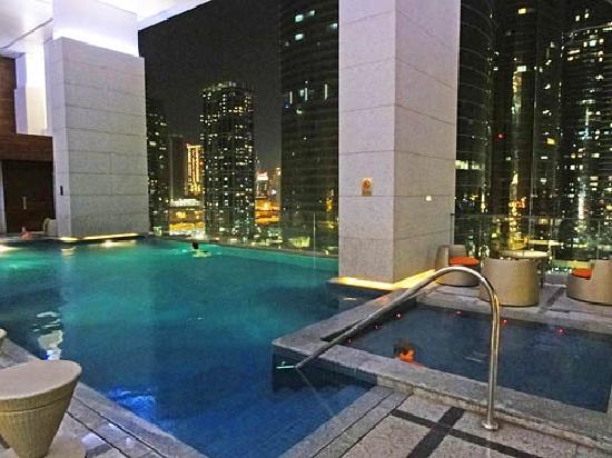 Bonnington Jumeirah Lakes Towers: pool at dark