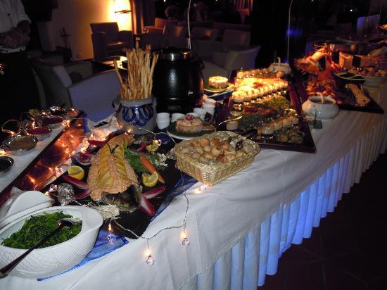 Hotel Mirabeau: 2x pro Woche Vorspeisen- oder Dessertbuffet.