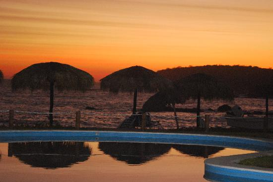 "Manta Raya Hotel : Evening sunset ""Pool and Pacific Sand"""