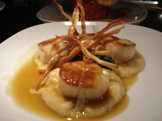 Cafe Adam Restaurant : Scallops and Parsnip