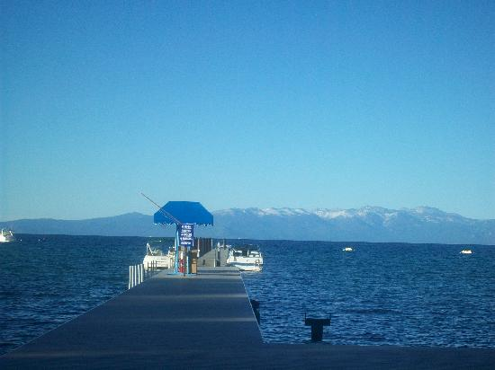 Camp Richardson Resort: Lake Tahoe view from the beach.