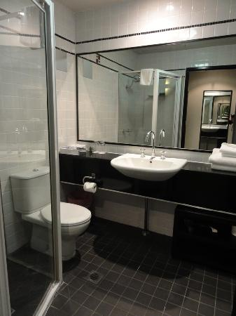 Park8 Hotel Sydney: Bathroom