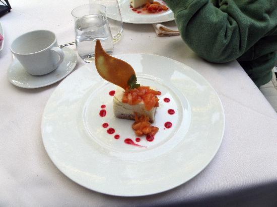 Hob Nob Restaurant: Peach cheese cake