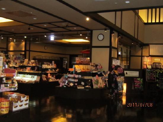 Manyo Onsen: 夏のフロント付近