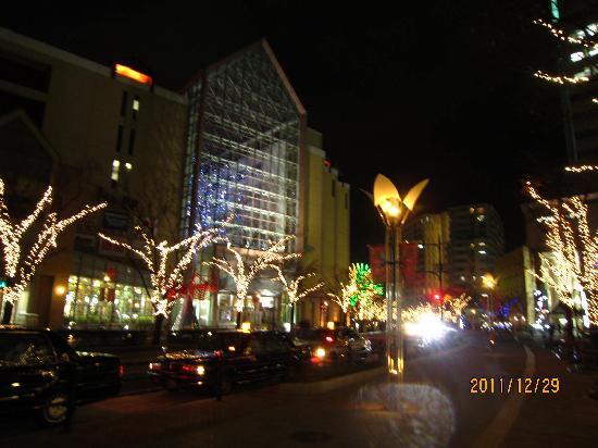 神戸ハーバーランド温泉 万葉倶楽部, プロメナ前より12月の風景