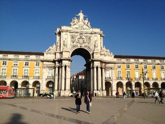 Praca do Comercio (Terreiro do Paco): Entrance to the square from R. Augusta