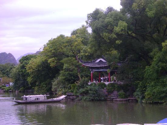 Aroma Tea House: The lake near the hotel