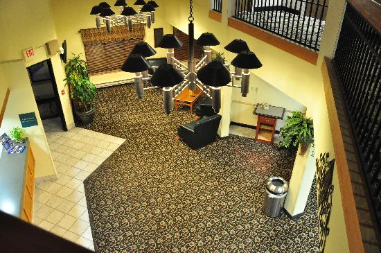 Best Western Lawrence : Lobby area as seen from the second floor overlook.