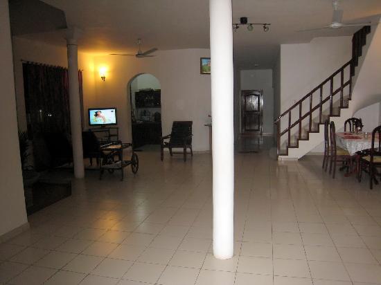 Snowdrop Hotel: hall