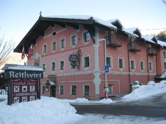 Hotel Reitlwirt: The hotel from the parking lot