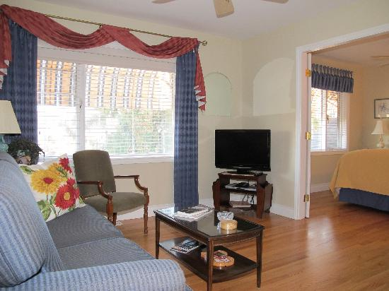 Lakeshore Bed & Breakfast: Spruceview Sitting Room