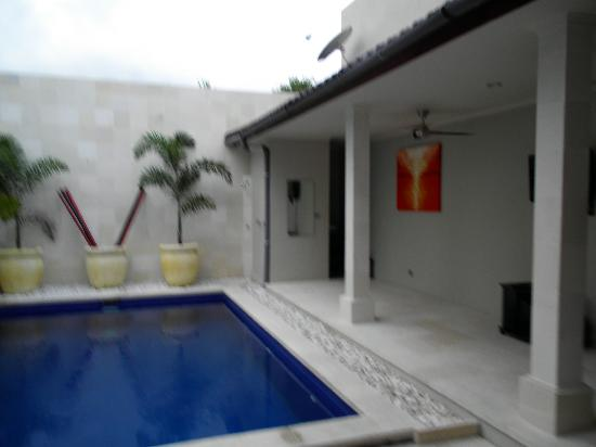 Kuta Regency Villa (B10): Pool