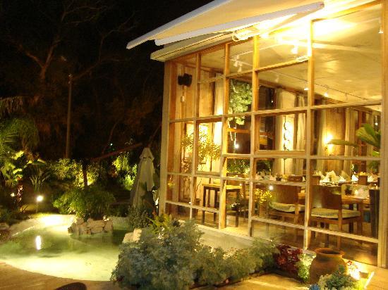 L' Incanto Ristorante & Caffe: A noite é muito mais charmoso