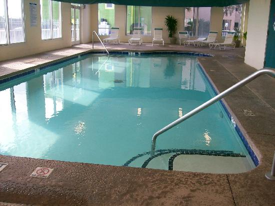 Golden Sands: indoor pool-freezing!!