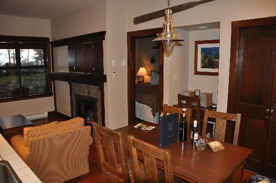 Middle Beach Lodge: Main Room