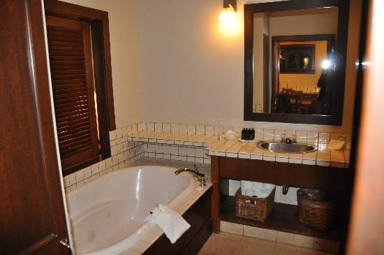 Middle Beach Lodge: Bathroom