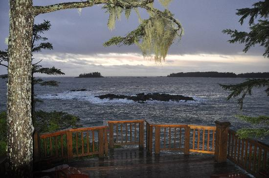 Middle Beach Lodge: Deck overlooking ocean from Main Lodge