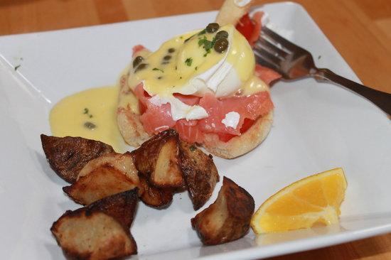 Market Fresh Bistro: Benedict delicious!