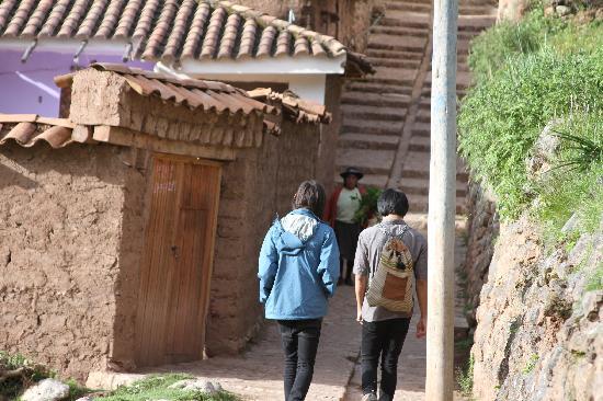 La Casa de Barro Lodge & Restaurant: walking around Chinchero
