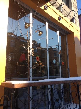 Au Pain Perdu: Front of the restaurant.  Lots of sunshine, even on a winter day!