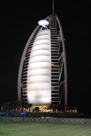 Burj Al Arab Jumeirah : Night view of Burj Al Arab