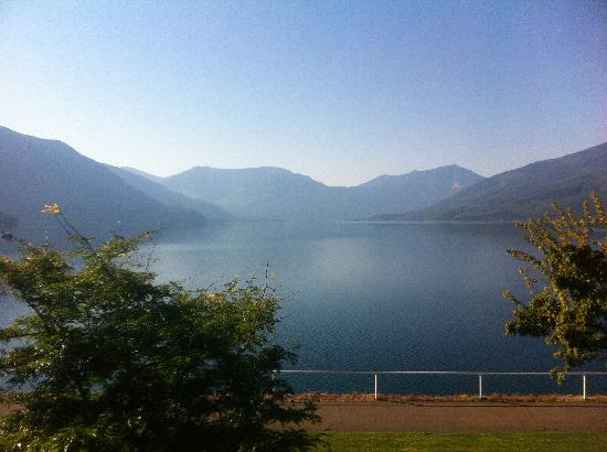 Canyon Court Motel: View from waterfront downtown Nakusp