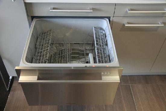 Century Park Motor Lodge: Dishwasher