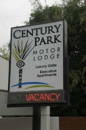 Century Park Motor Lodge: Hotel sign