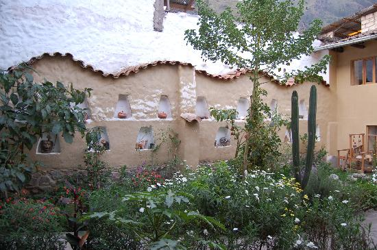 Hostal Los Andenes: The natural courtyard in the middle
