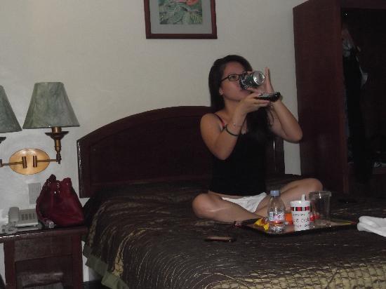 Apple Tree Suites Cebu: TV time!!