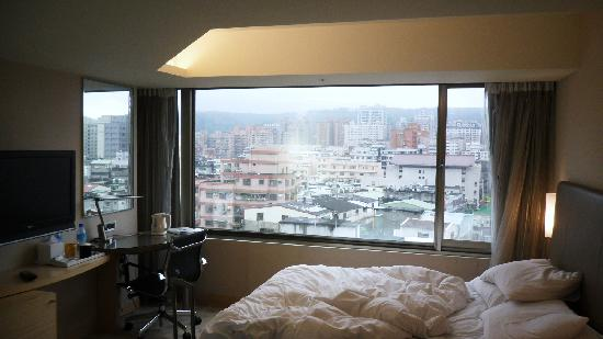 Holiday Inn Express Taoyuan: Nice view from the bedroom.