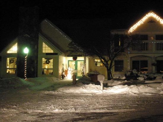 Lodge at Jackson Village: Front of Lodge at night