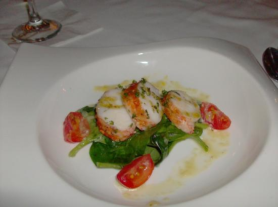 Sandals Royal Plantation: lobster medallion salad at returning guest dinner