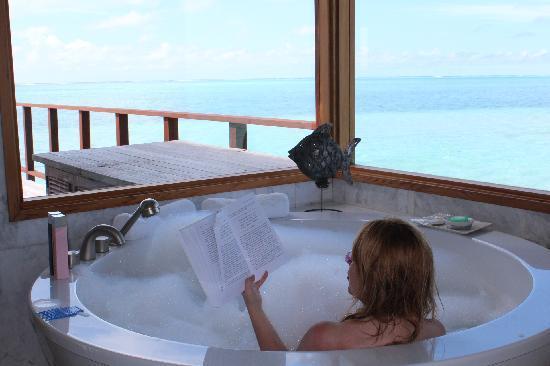Conrad Maldives Rangali Island: View from tub-Sunset villa