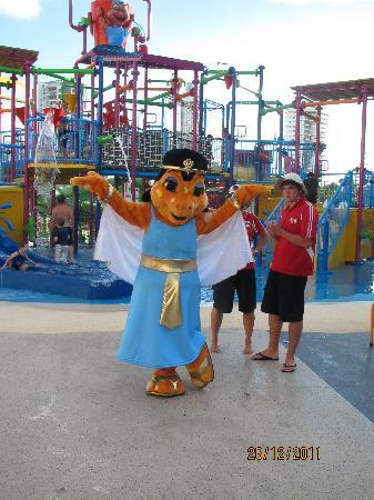 Paradise Resort Gold Coast: Water Play Ground and Mascot