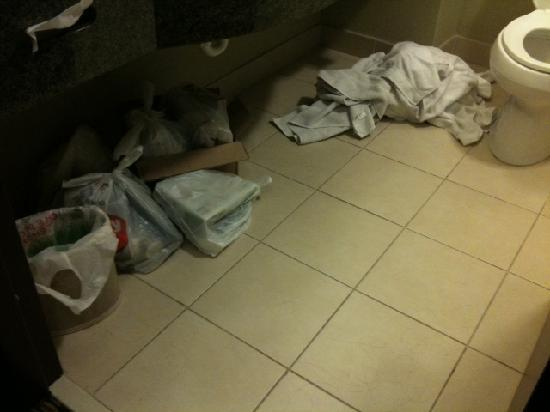 Holiday Inn Express Hotel & Suites Durant: makeshift dumpster